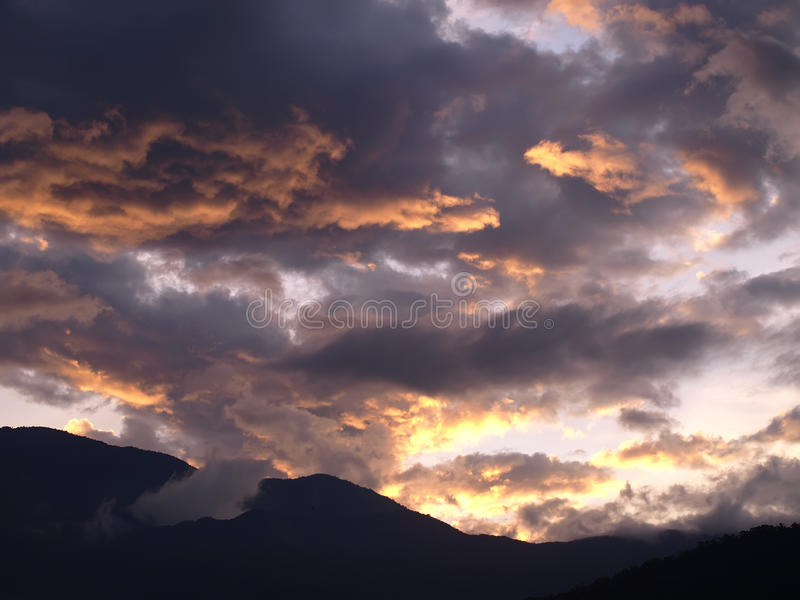 горящее облако стоковые фото