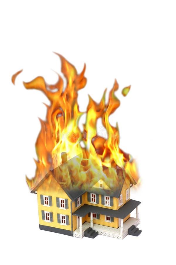 горящей белизна изолированная домом стоковое изображение