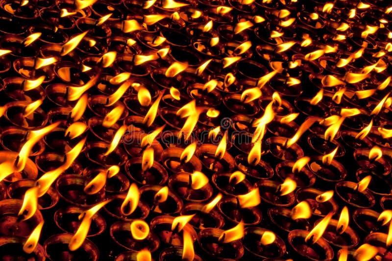 горящие свечки виска стоковые фотографии rf