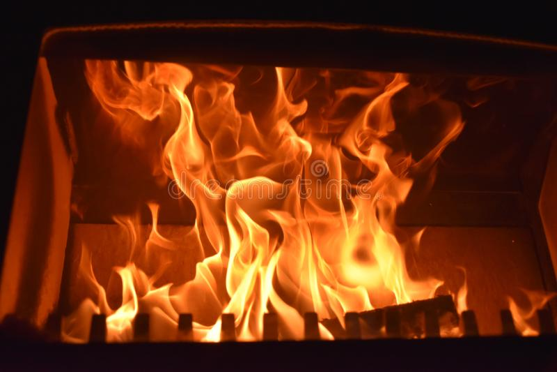 горящий камин пожара печки стоковое фото rf