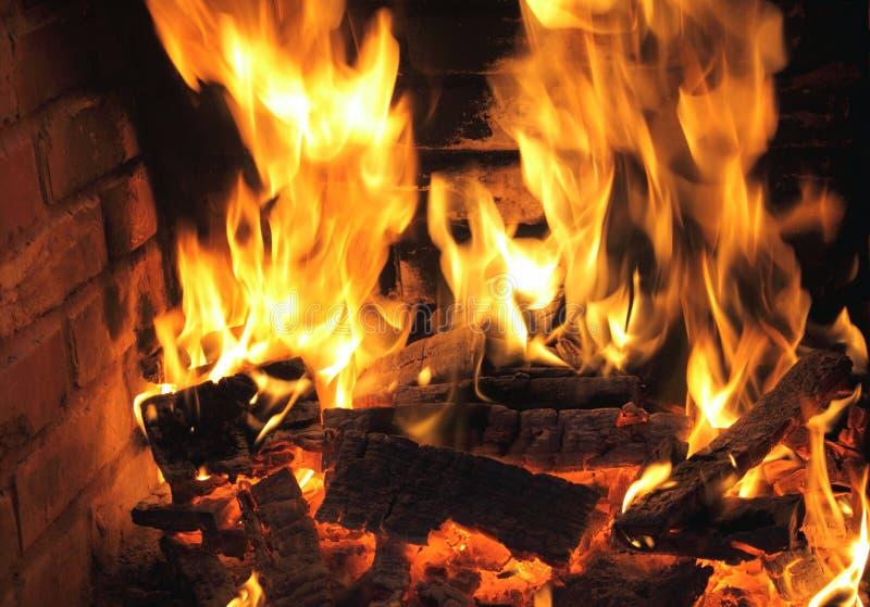 Горящий конец-вверх пожара, камин стоковые изображения rf