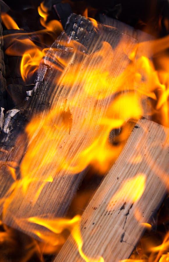 Download горящий швырок стоковое изображение. изображение насчитывающей пламя - 40575693