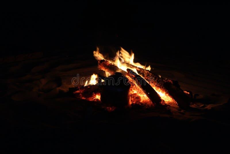 Горя огонь в отключении сафари стоковая фотография rf