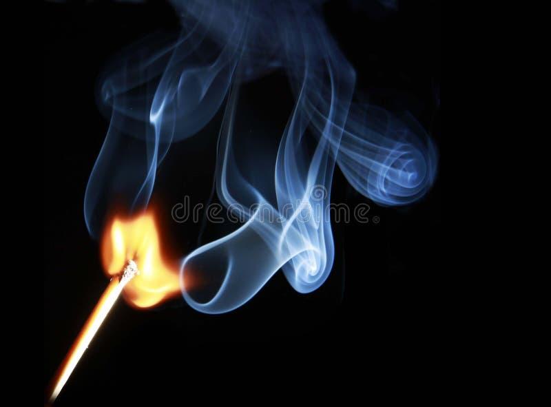 горя освещенная ручка matchstick спички стоковое изображение