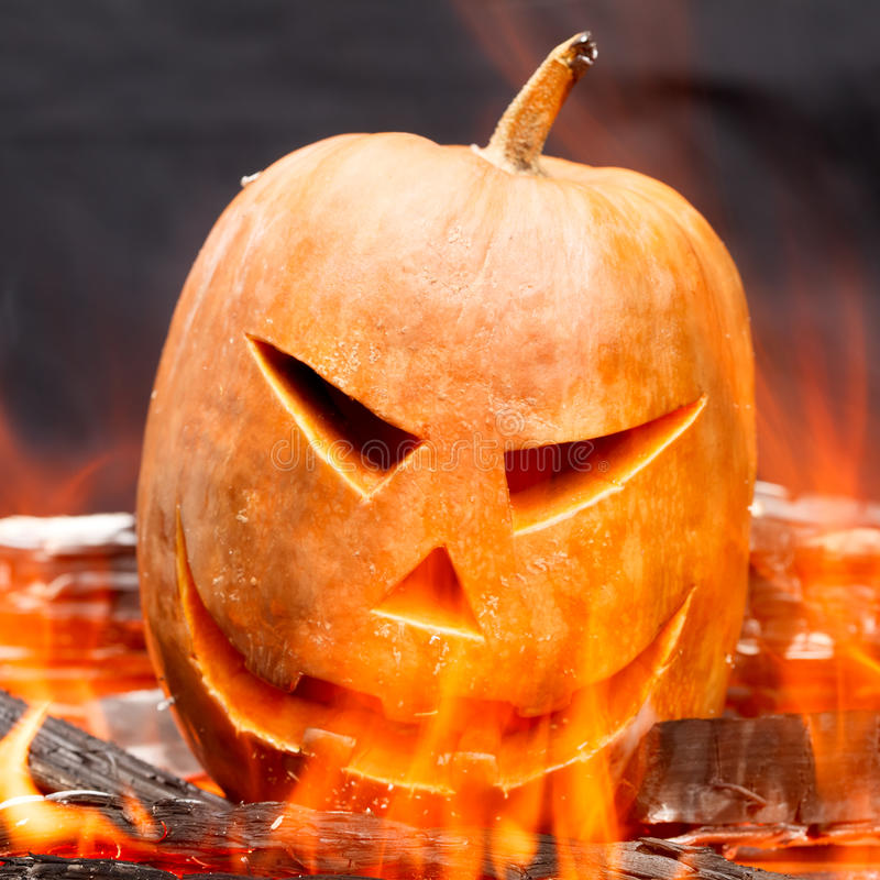 горя тыква halloween стоковое фото rf