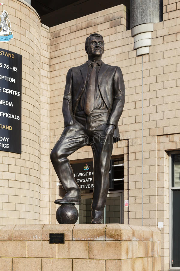 Господин Бобби Robson Статуя стоковое фото rf