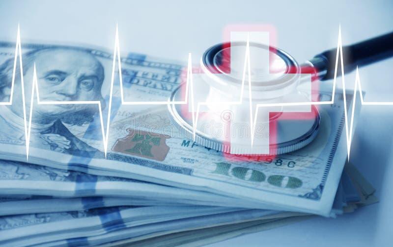 Гостеприимство с много деньгами и стетоскопом и больницы кардиологии стоковая фотография