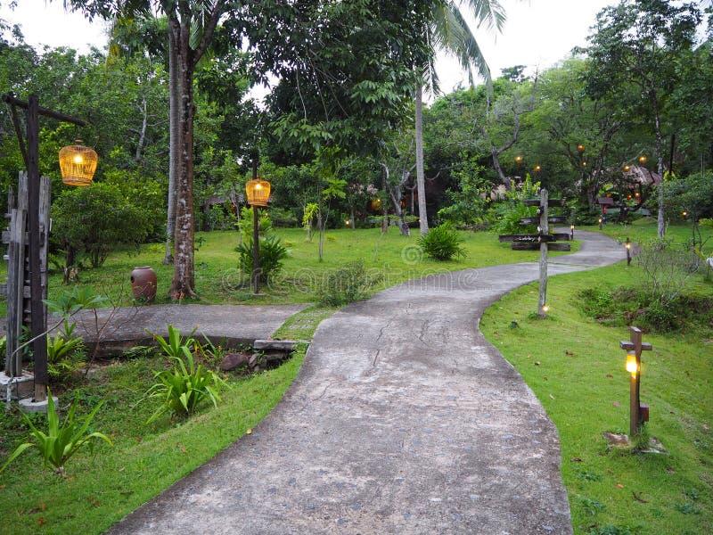 Гостиница деревни сада идилличного тайского острова спокойная стоковая фотография rf
