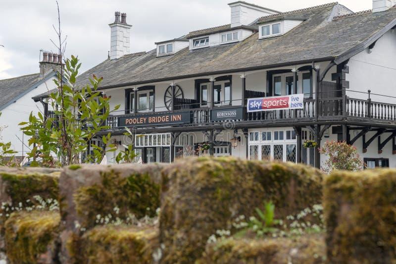 Гостиница моста Pooley, размещещние расположенное в деревне около Ullswater, английском озере в районе озера, Англии моста Pooley стоковая фотография rf