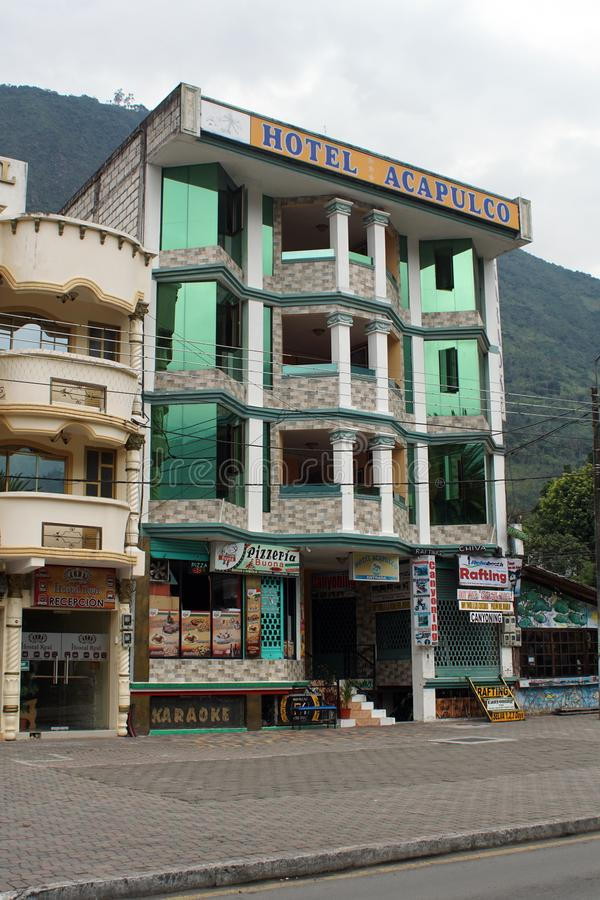 Гостиница на квадрате в Banos, эквадоре стоковые изображения rf