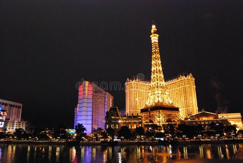 Гостиница Парижа и казино, Лас-Вегас, ориентир ориентир, ноча, вечер, метрополия стоковое изображение
