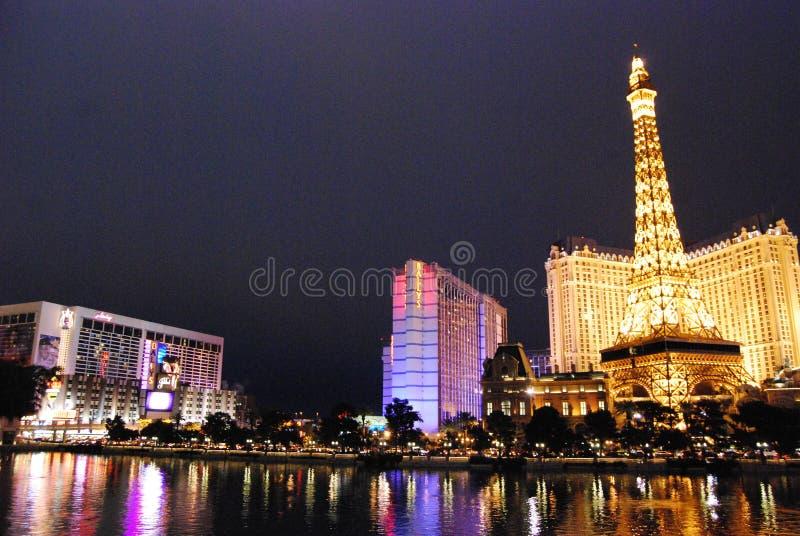 Гостиница Парижа и казино, Лас-Вегас, ориентир ориентир, ноча, город, городской пейзаж стоковое фото rf