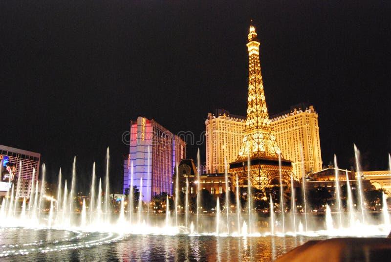 Гостиница Парижа и казино, Лас-Вегас, ориентир ориентир, ноча, город, метрополия стоковые изображения