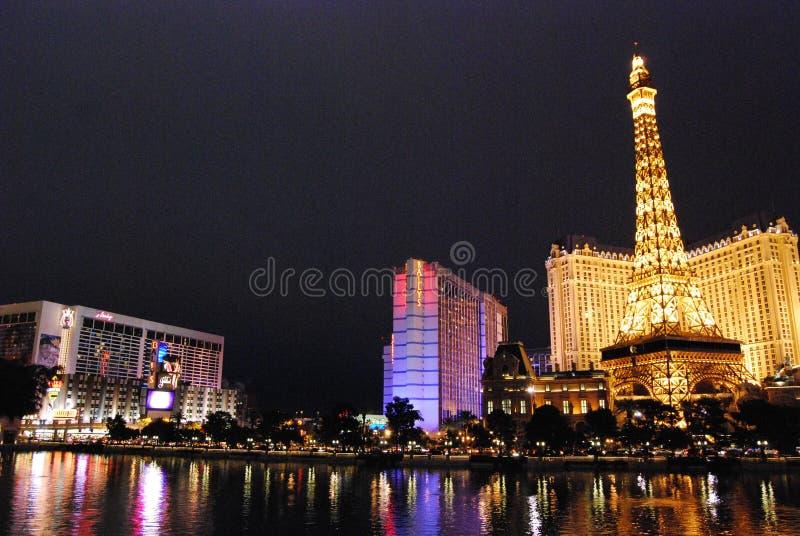 Гостиница Парижа и казино, Лас-Вегас, Лас-Вегас, ориентир ориентир, ноча, город, метрополия стоковые изображения