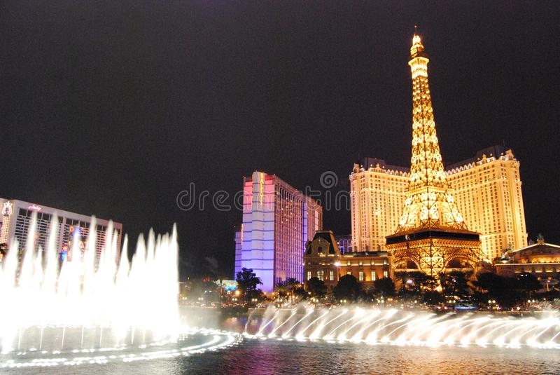 Гостиница Парижа и казино, Лас-Вегас, ориентир ориентир, ноча, метрополия, башня стоковые изображения rf