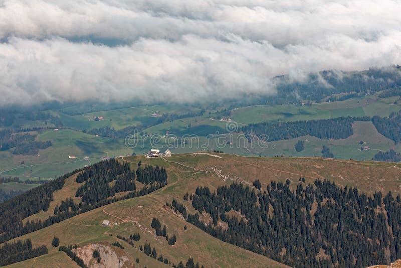 Гостиница Kronberg горы заволокла взгляд от Säntis/Saentis, Alpstei стоковые изображения