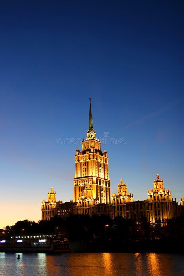 Download Гостиница Radisson небоскреба Москвы королевское Стоковое Фото - изображение насчитывающей башня, сестры: 37926988
