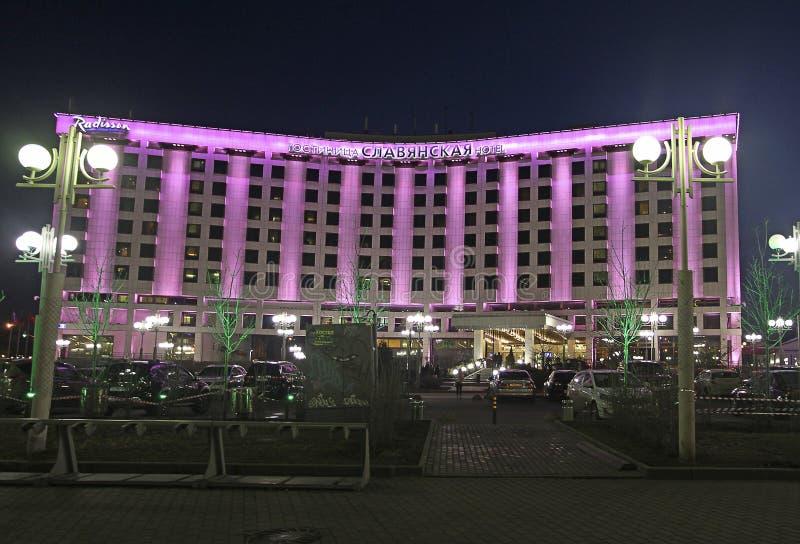 Гостиница Radisson Slavyanskaya в Москве Квадрат Европы к ноча стоковое фото