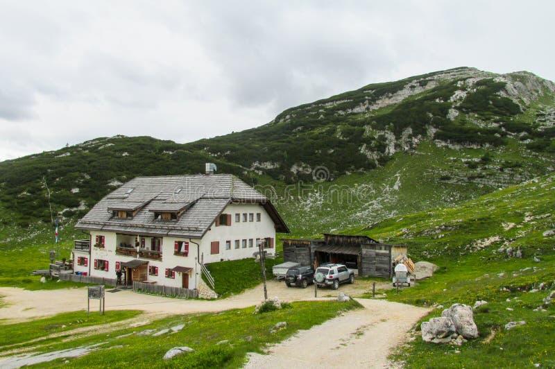 Гостиница Refugio в Альпах стоковая фотография