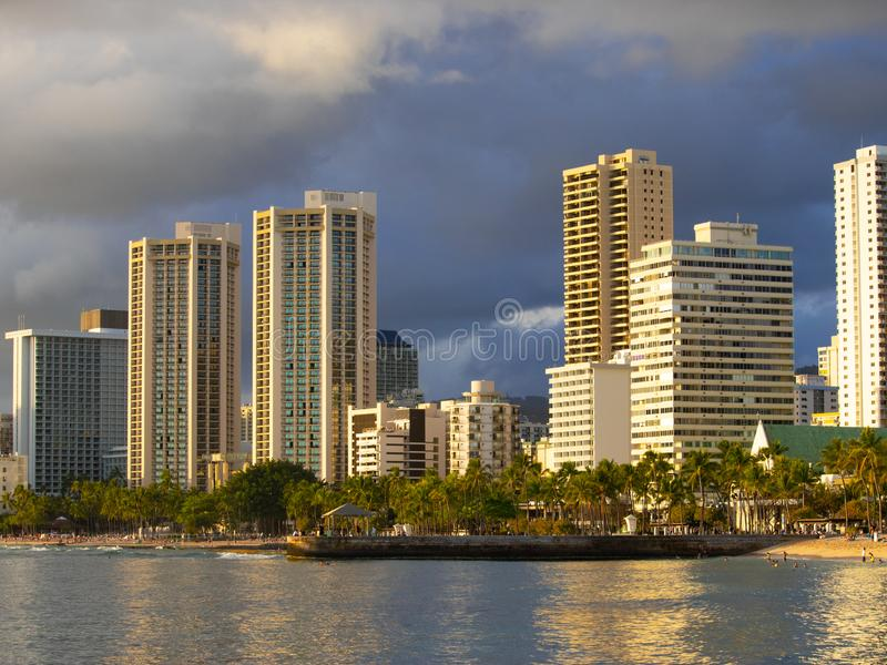 Гостиницы в пляже Гонолулу Гаваи Waikiki стоковое изображение