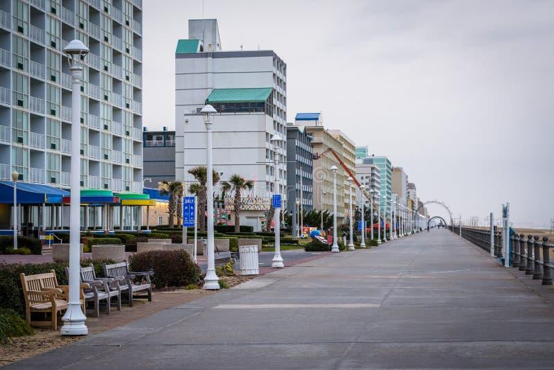 Download Гостиницы променада и Highrise в Virginia Beach, Вирджинии Редакционное Фотография - изображение насчитывающей пейзаж, waterfront: 81800772