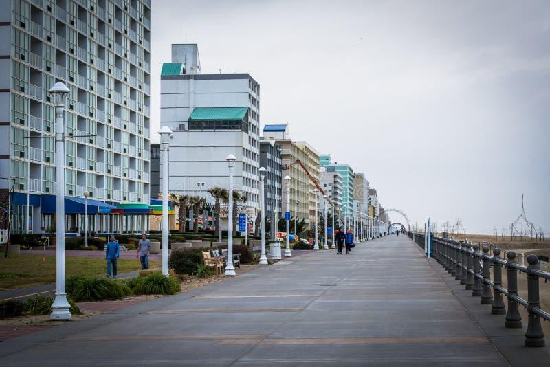 Download Гостиницы променада и Highrise в Virginia Beach, Вирджинии Редакционное Изображение - изображение насчитывающей турист, город: 81800790