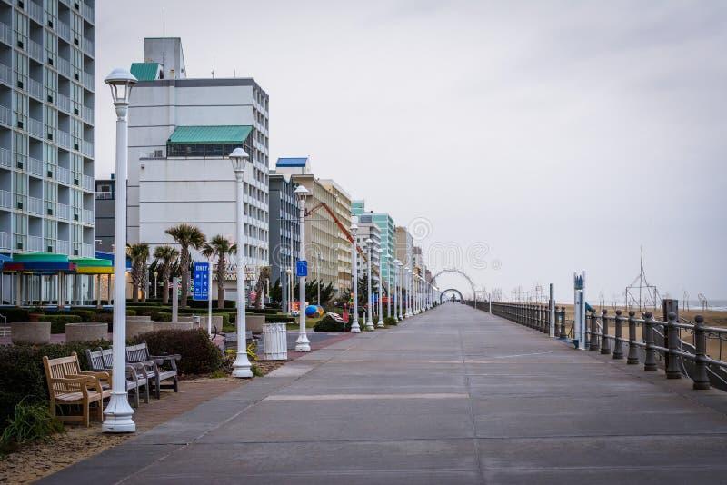 Download Гостиницы променада и Highrise в Virginia Beach, Вирджинии Редакционное Изображение - изображение насчитывающей вода, строя: 81800830