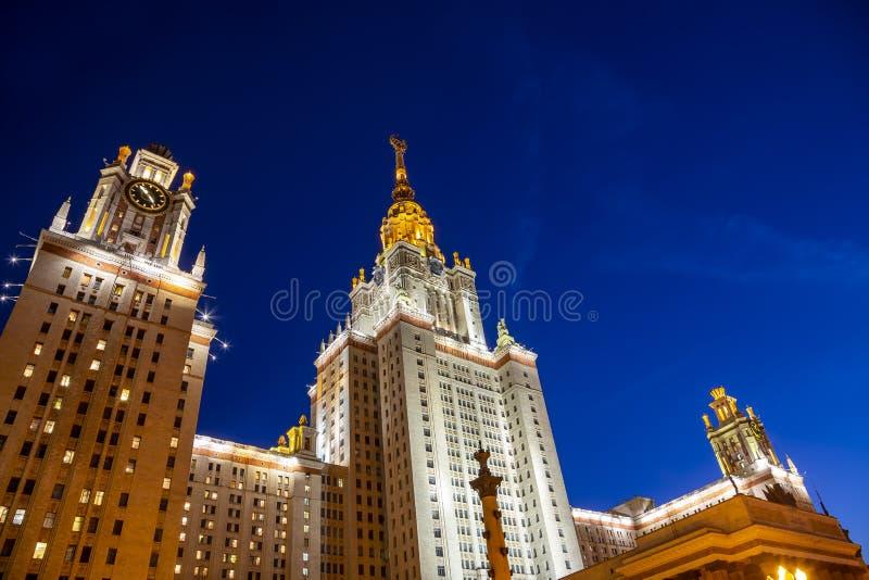 Государственный университет MSU Lomonosov Москвы на холмах воробья вечером, главное здание, Россия стоковое изображение