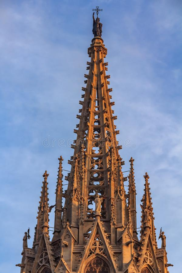Готическая деталь steeple собора святого креста и стоковое изображение