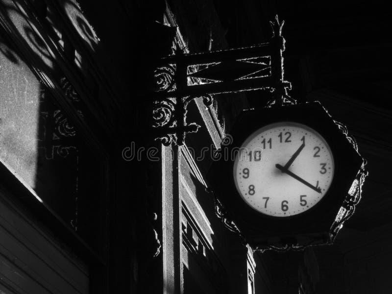Готическая предпосылка с часами стоковое изображение rf