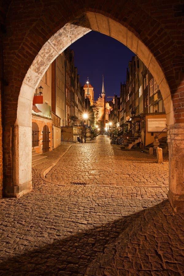 Готические ворота St Mary и улица Mariacka в Гданьск стоковое фото