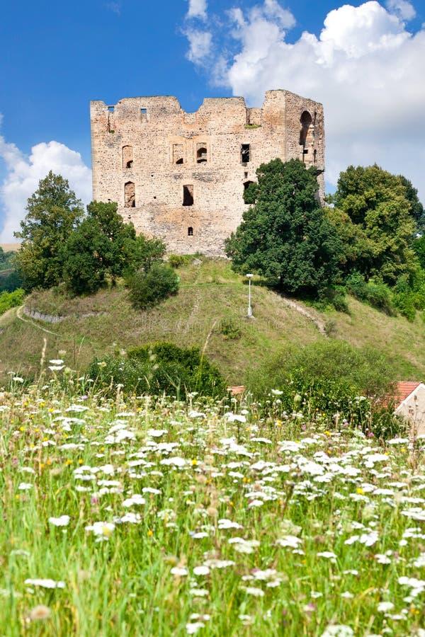 Готический замок Krakovec от 1383 около Rakovnik, чехии стоковые изображения rf