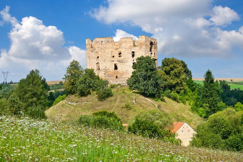 Готический замок Krakovec от 1383 около Rakovnik, чехии стоковые изображения