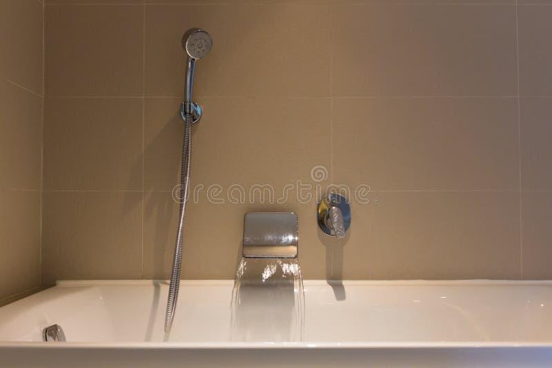 Готовая открытая вода с ванной стоковое фото rf
