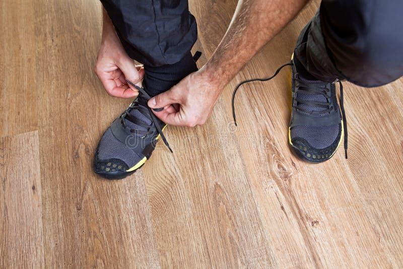 готовая разминка идущих ботинок стоковые изображения rf