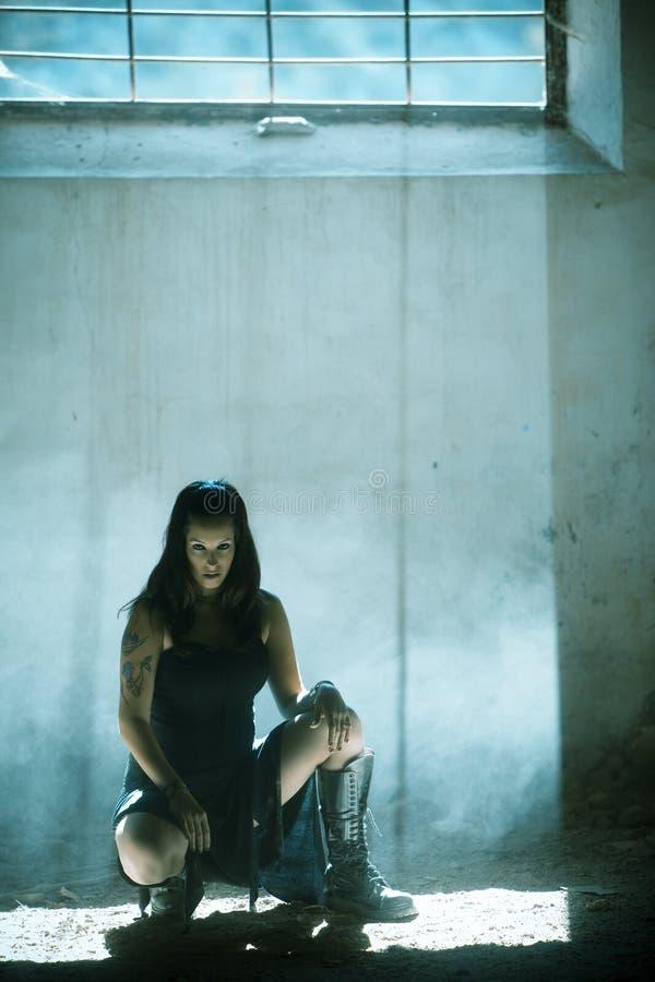 готское raylight под женщиной стоковая фотография rf