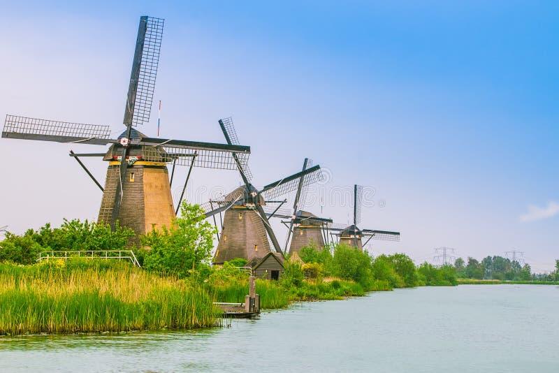 Голландские мельницы в Kinderdijk, Нидерландах стоковые фотографии rf