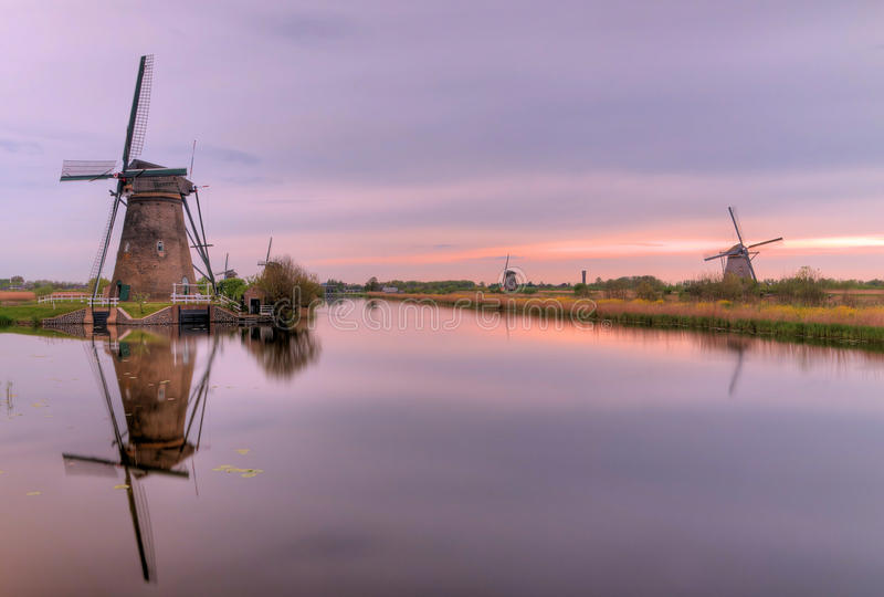 Голландские мельницы в Kinderdijk стоковое изображение rf
