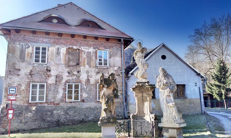 Голгофа и дом пастора стоковое фото