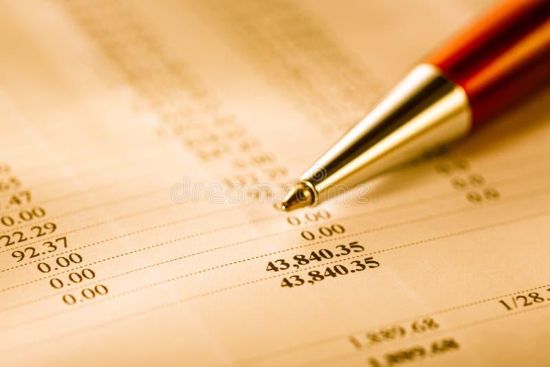 Годовой бюджет и ручка стоковое изображение rf