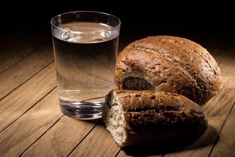 Голодать для хлеба и воды стоковое изображение rf