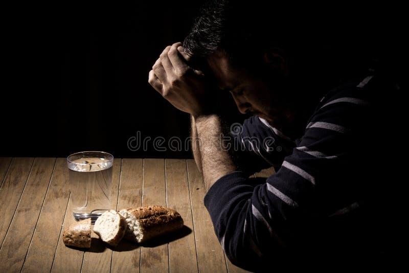 Голодать для хлеба и воды стоковые фотографии rf
