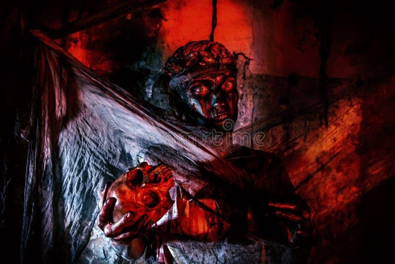 Голодный парень зомби стоковое изображение