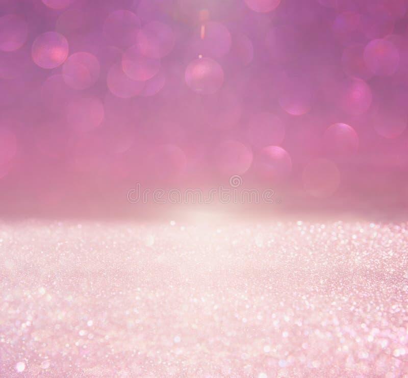 Год сбора винограда яркого блеска освещает предпосылку пинк и серебр defocused стоковое изображение rf
