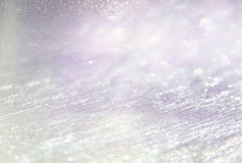 Год сбора винограда яркого блеска освещает предпосылку светлый серебр, пурпур и пинк defocused стоковая фотография rf