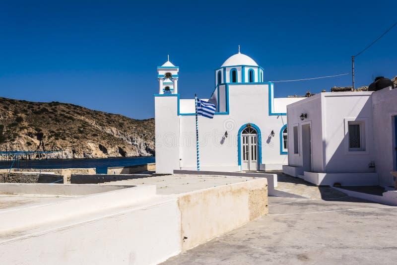 Голубая белая православная церков церковь на Firopotamos, Milos острове, Греции стоковые фотографии rf
