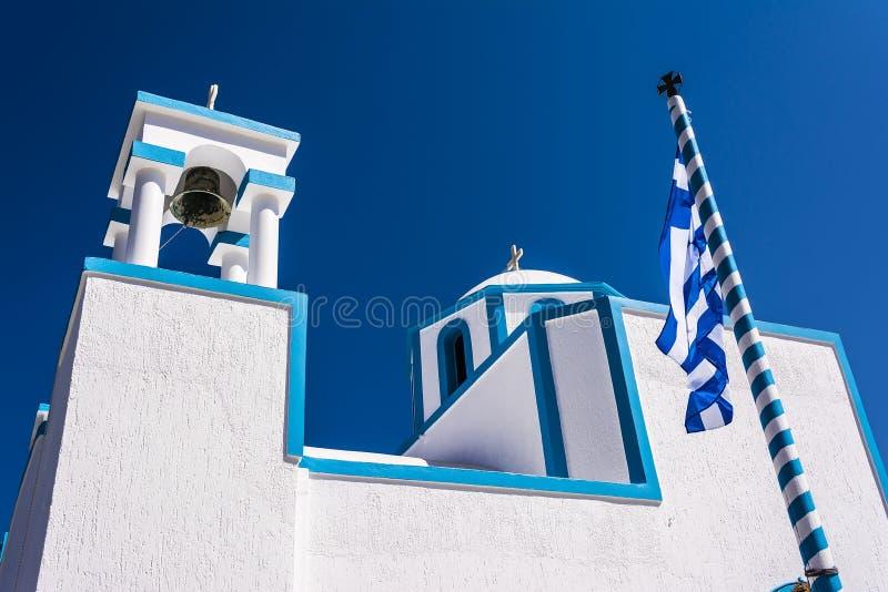 Голубая белая православная церков церковь на Firopotamos, Milos острове, Греции стоковое фото