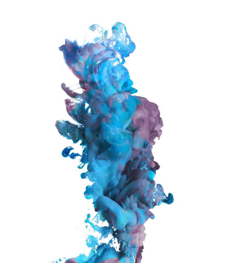 Голубая и фиолетовая краска упаденная в воду стоковые фотографии rf