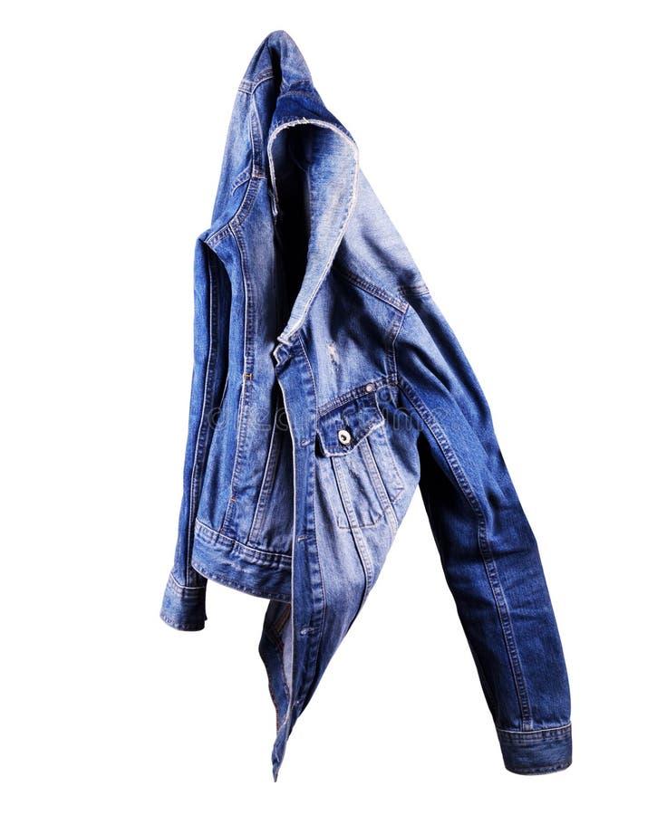 Голубая куртка джинсовой ткани, изолят на белой предпосылке стоковое фото