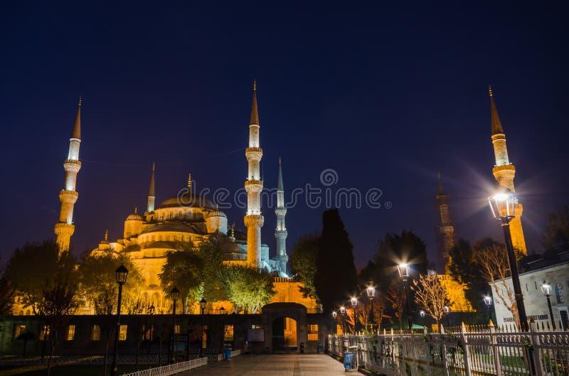 голубая ноча мечети istanbul стоковая фотография
